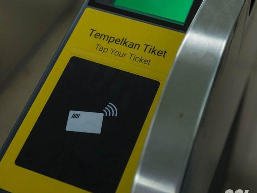 Hari Ini MRT Sudah Tidak Gratis, Tapi Masih Ada Error