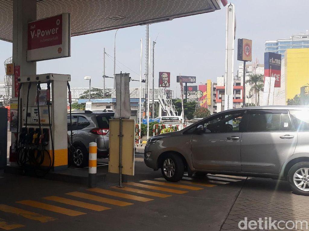 Harga BBM Shell Turun Rp 550/Liter, Warga Isi Full Tank