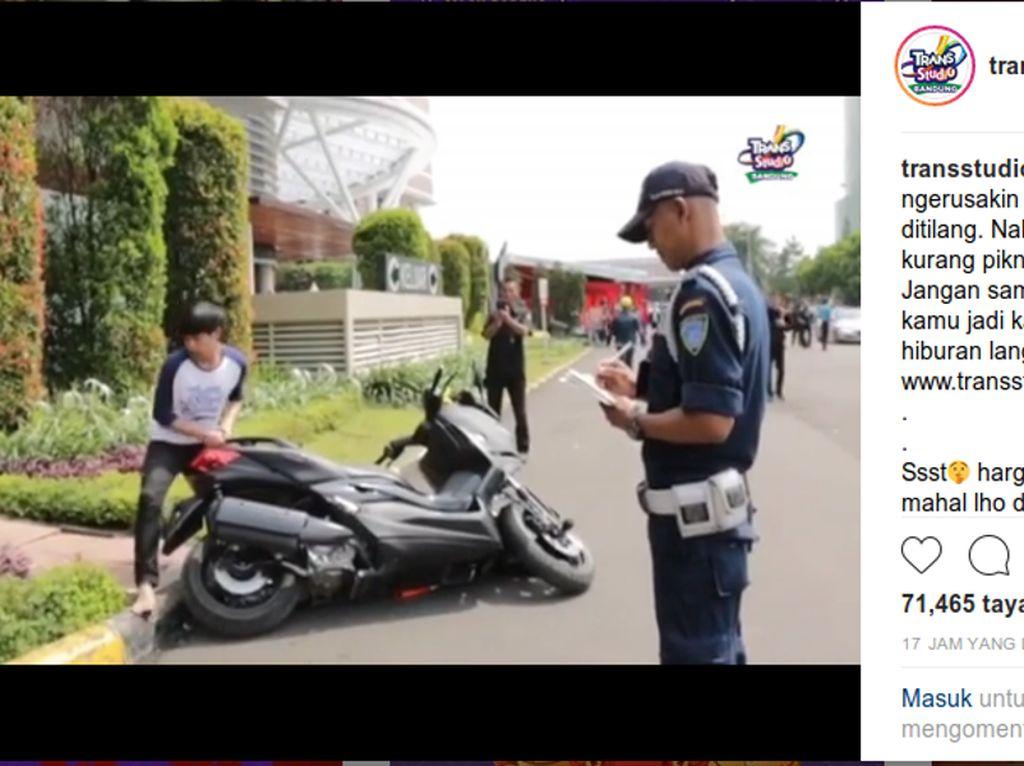 Parodi Banting-banting Motor Kocak Trans Studio Bandung