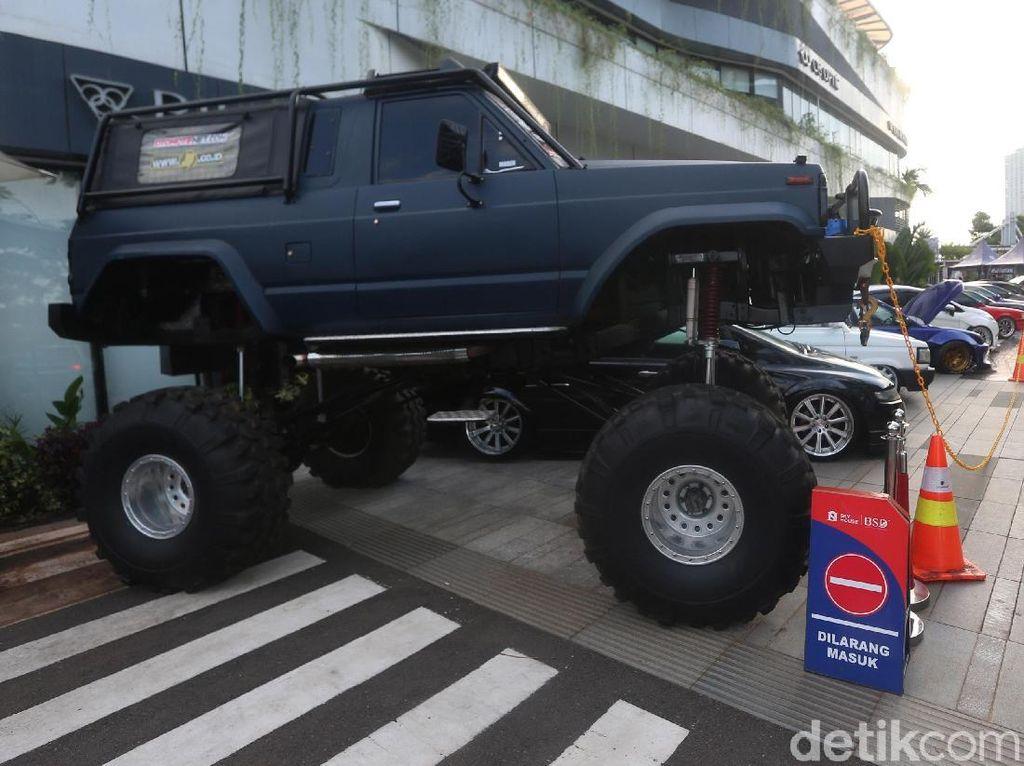 Ratusan Mobil Modifikasi Mejeng di Auto Tune Contest & Charity