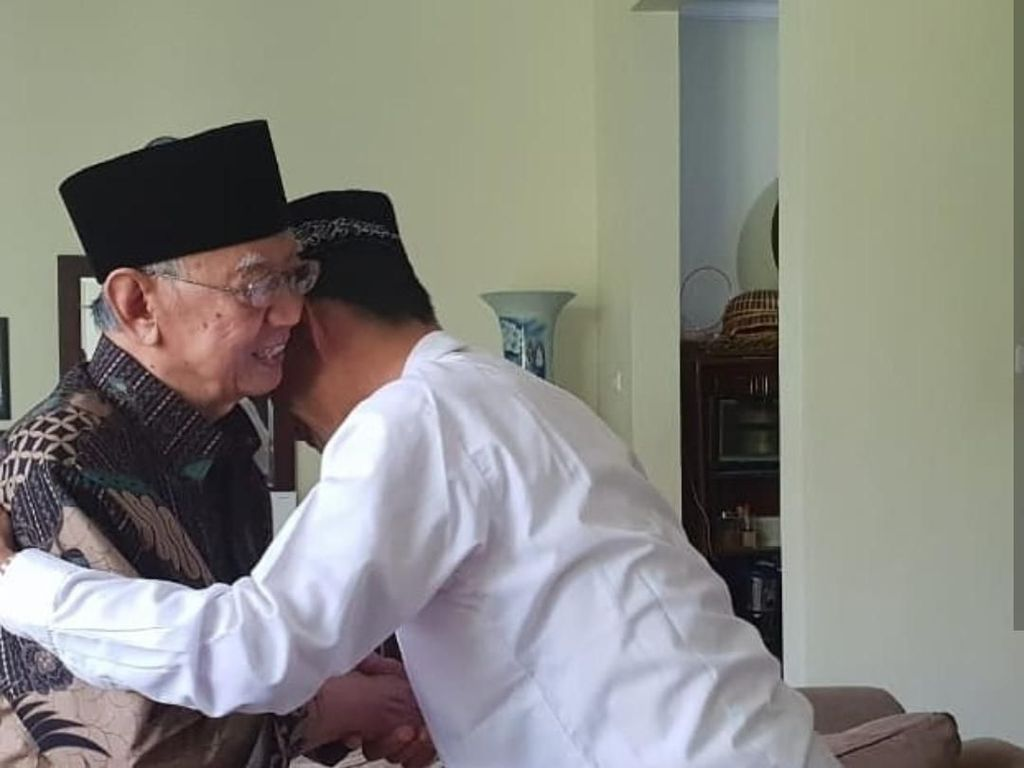 Usai Bertemu Habib Luthfi-Mbah Moen, Ustaz Abdul Somad Sowan ke Gus Sholah