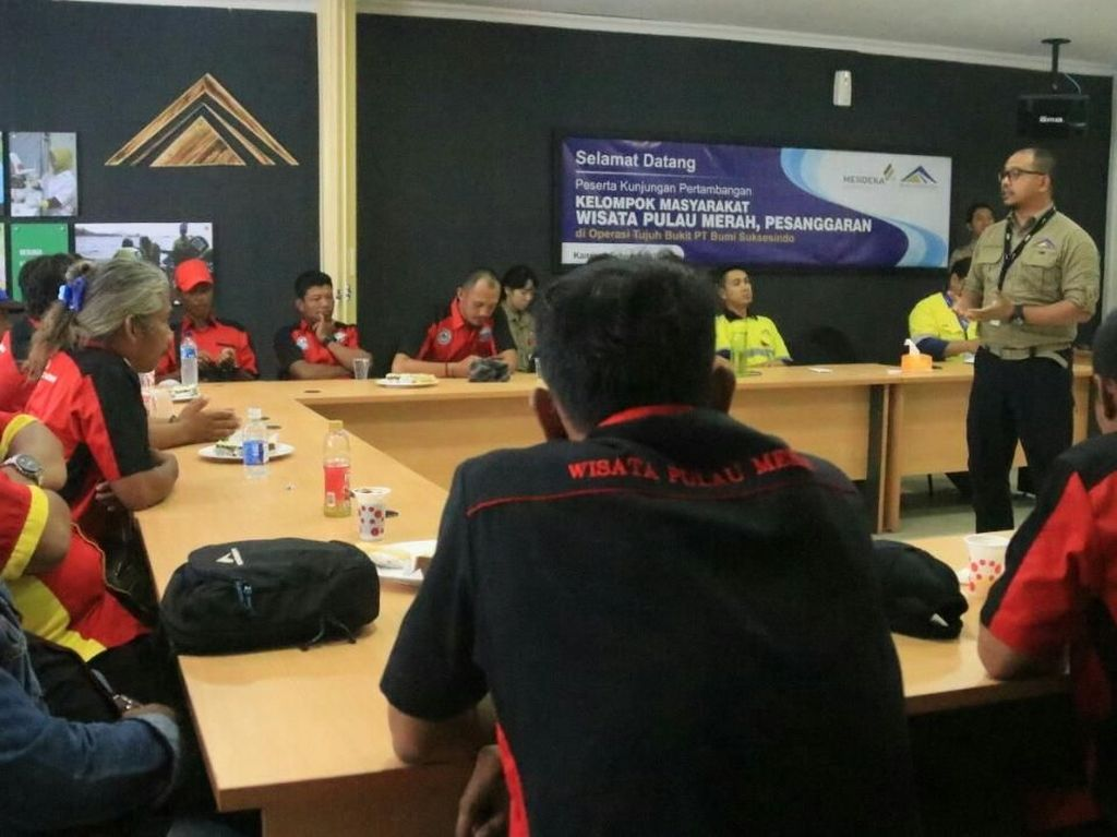 Gandeng Pokmas Pulau Merah Sinergi Penyelamatan Lingkungan