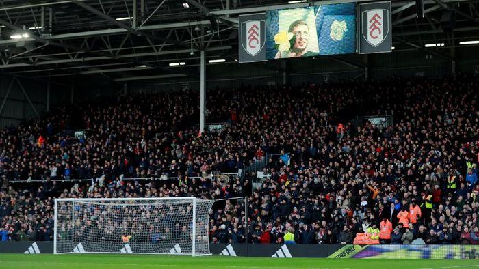 Pertandingan Fulham vs Man United digelar di Craven Cottage, Sabtu (9/2/2019). Penghormatan untuk mendiang Emiliano Sala dilakukan sebelum pertandingan dimulai. Foto: Reuters