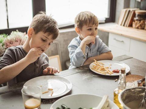 Manfaat Mengajari Anak 'Table Manner' Sejak Kecil