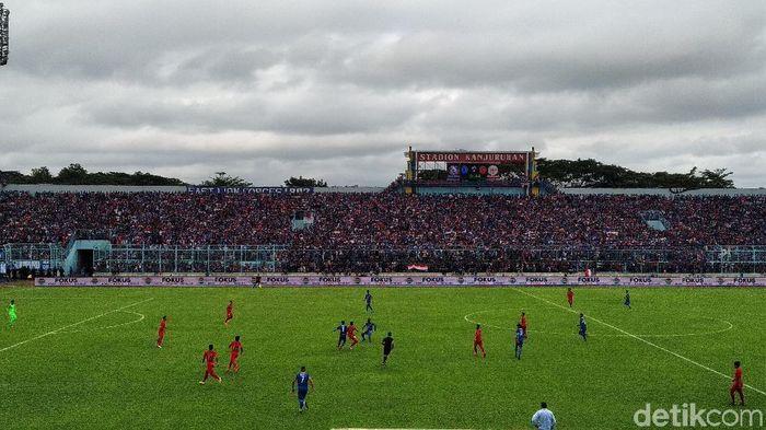 Timnas Indonesia U-22 diimbangi Arema FC 1-1 di laga uji coba. (Foto: Muhammad Aminudin/detikSport)