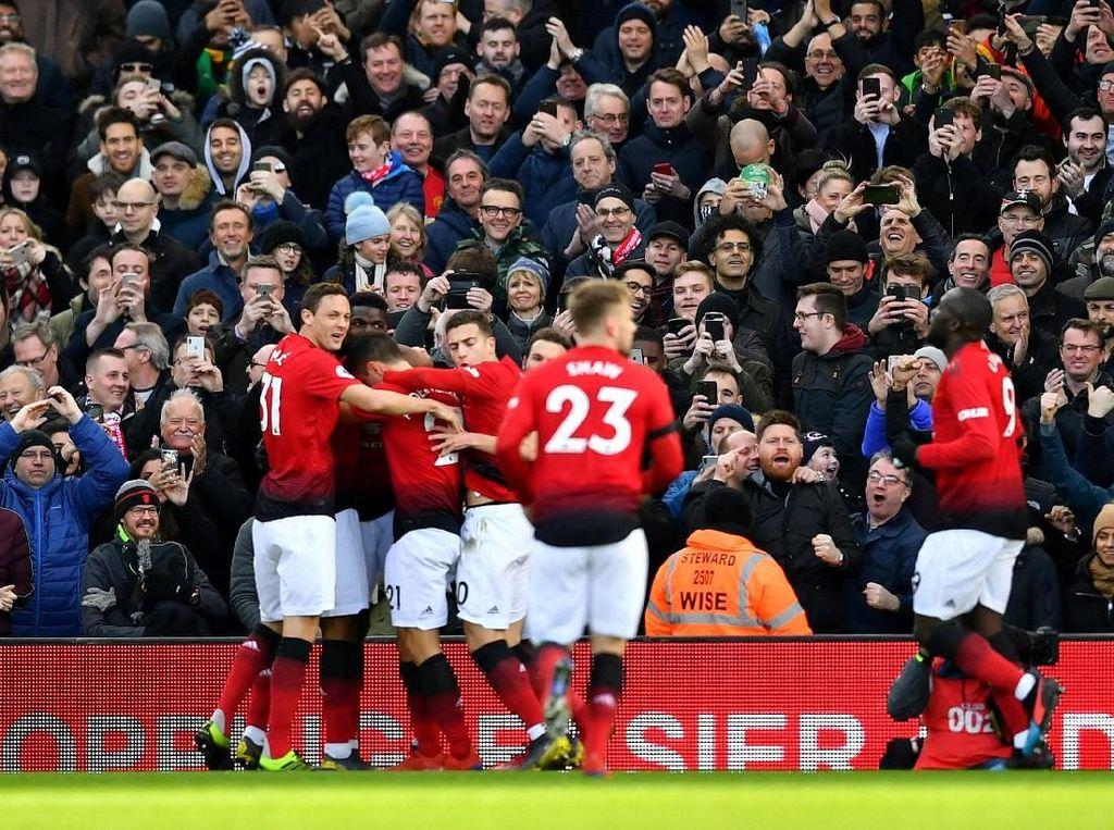 Red Hot Manchester United Menembus Empat Besar