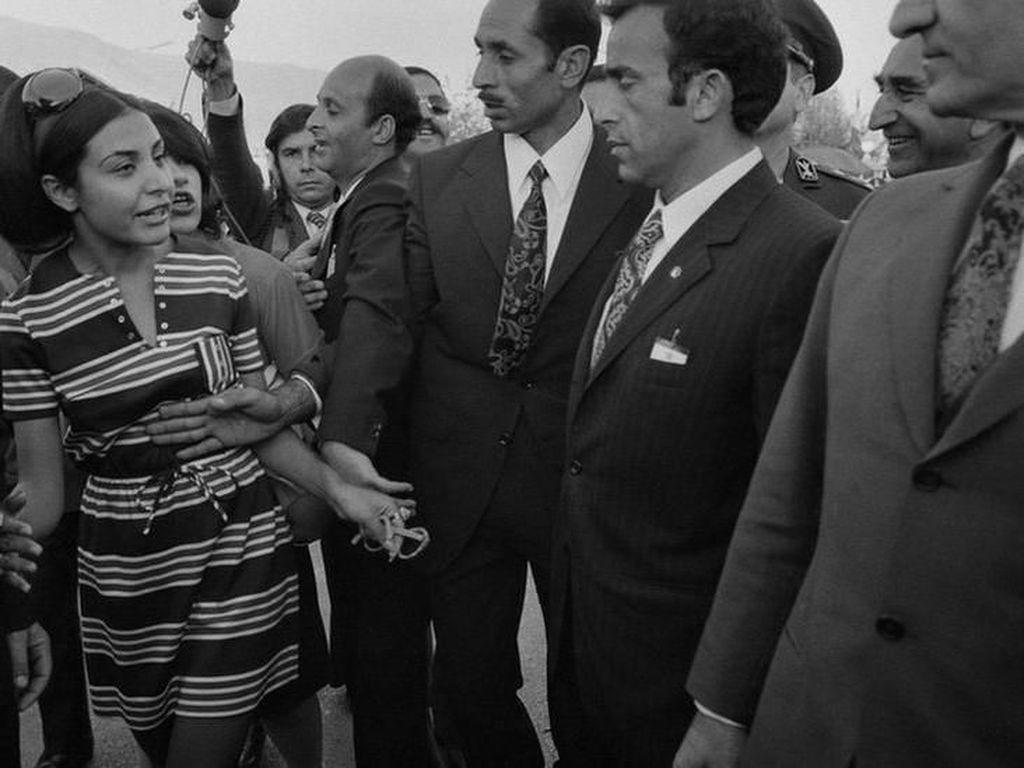 Potret Perempuan Iran Sebelum dan Sesudah Revolusi Islam 1979