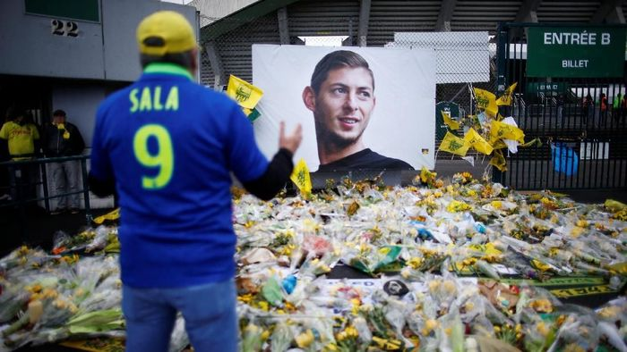 Penyelidikan kasus kematian Emiliano Sala berlanjut dengan penangkapan seorang pilot (REUTERS/Stephane Mahe)