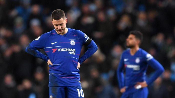 Eden Hazard tertunduk lesu usai Chelsea dihajar Manchester City (Laurence Griffiths/Getty Images)