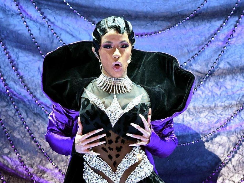 Makin Panas! Cardi B Goyang Habis-habisan di Panggung Grammy