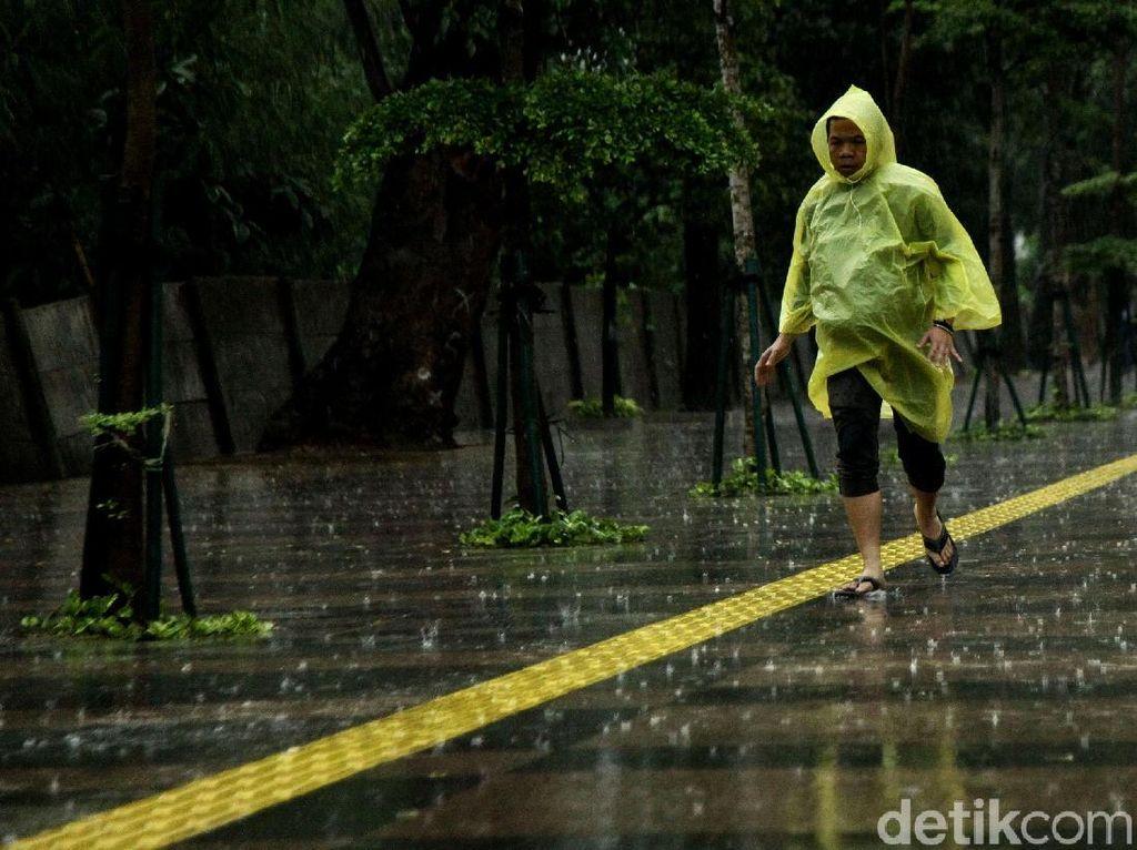 Hujan dan Angin Kencang Diprediksi Terjadi di Jaksel-Jaktim Hari Ini