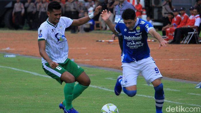 Persiwa Wamena kandas 0-7 di tanagn Persib Bandung. (Wisma Putra/detikSport)