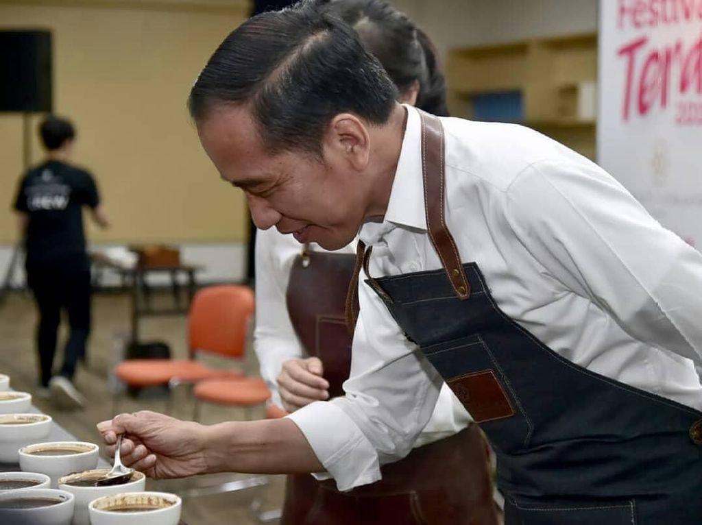 Lakukan Coffee Cupping Presiden Jokowi Dukung Usaha Kuliner Kekinian
