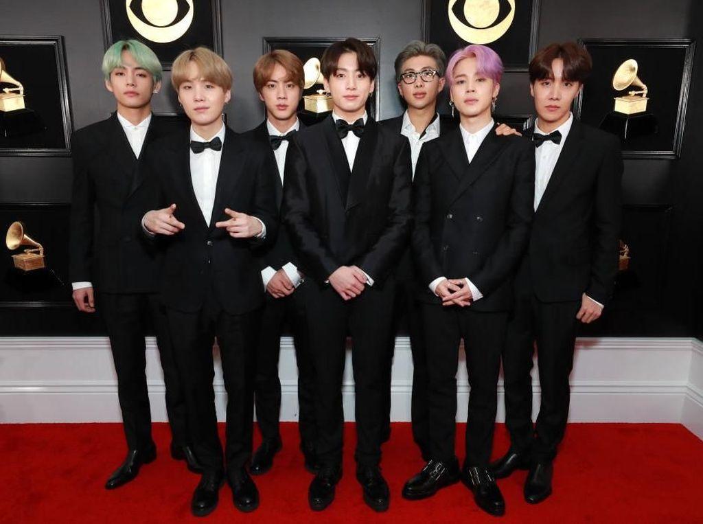 Hadiri Grammy, BTS Mendadak Viral karena Goyangan dan Rambut Hijau