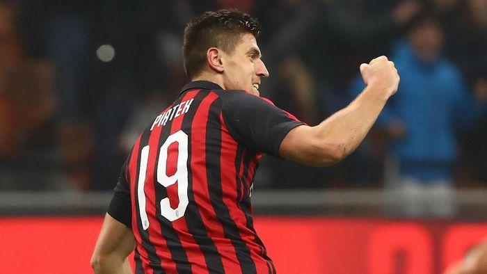 AC Milan mendapatkan Piatek setelah menelikung Napoli (Getty Images)