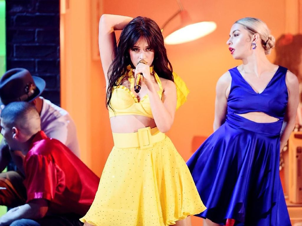 Camila Cabello Cs Bawa Nuansa Latin di Grammy Awards 2019
