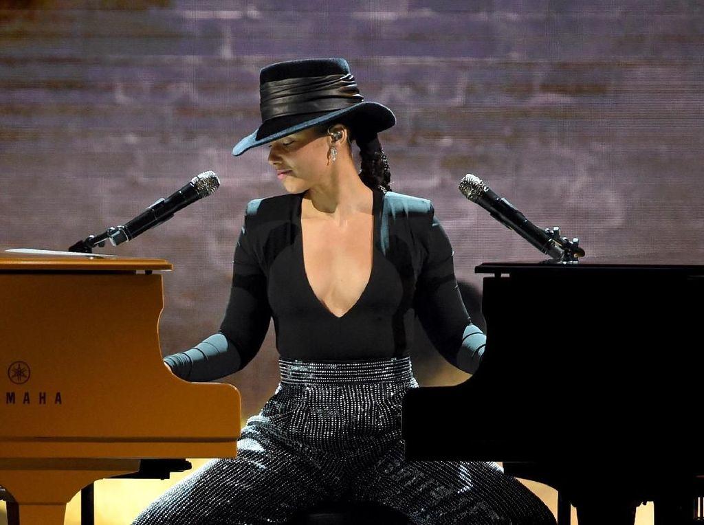 Medley Lagu-lagu Hits, Alicia Keys Mainkan Dua Piano Sekaligus