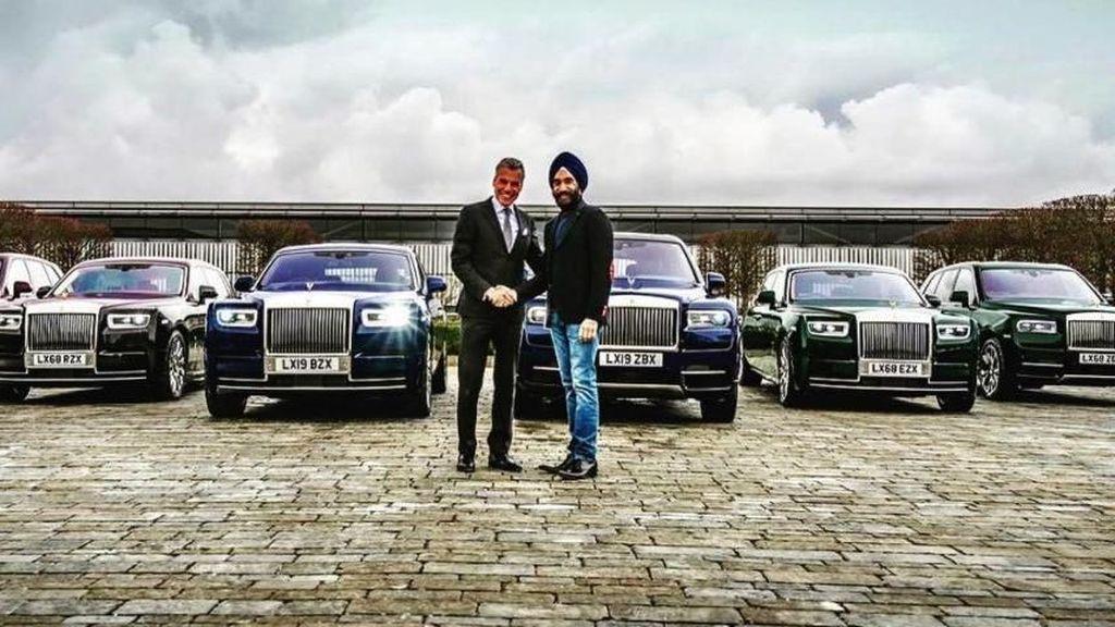 Gaya Sultan Pembeli 6 Mobil Mewah Sesuai Warna Serban