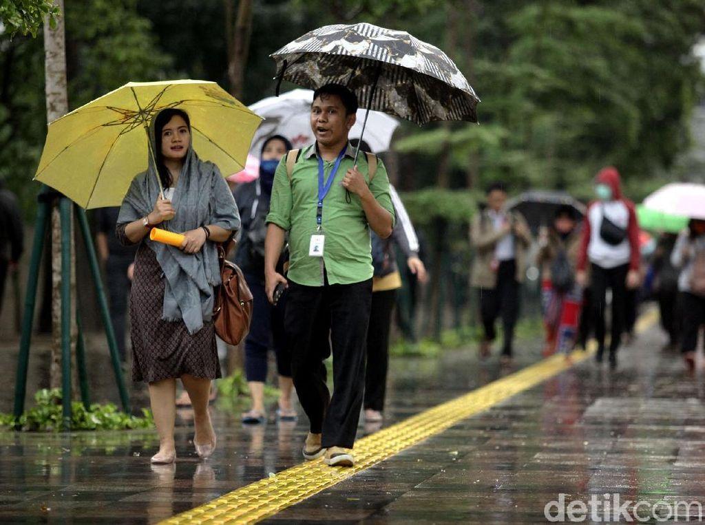 Jakbar-Jaktim Diprediksi Hujan Disertai Angin Kencang Hari Ini
