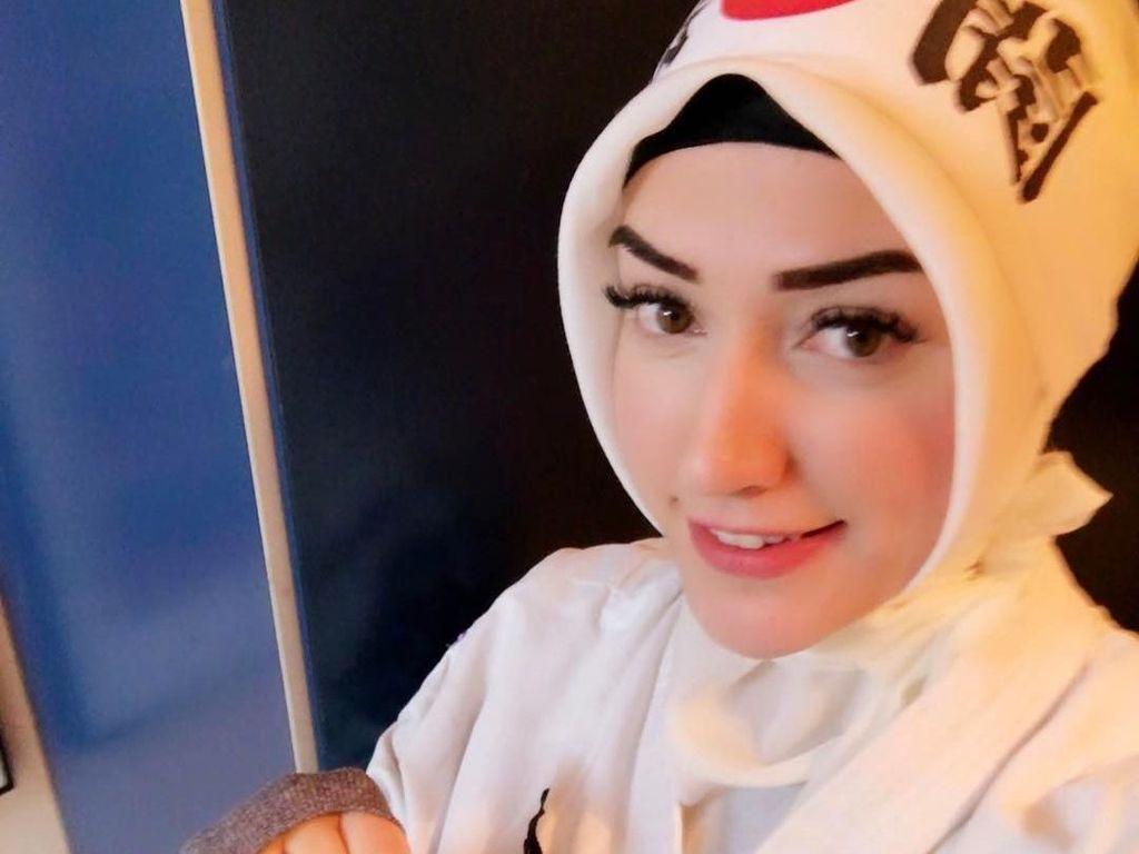 Cantik dan Jagoan, Wasit Taekwondo Berhijab Ini Curi Perhatian Publik