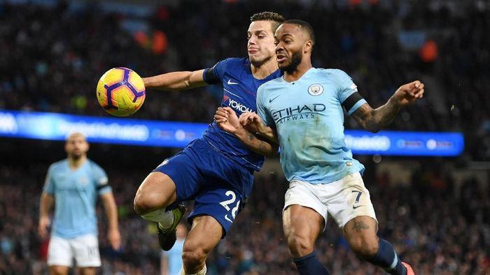 Cesar Azpilicueta minta maaf ke fans setelah Chelsea dihajar enam gol tanpa balas oleh Manchester City (Michael Regan/Getty Images)