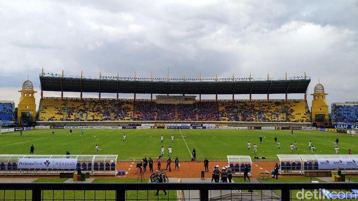 Stadion Si Jalak Harupat kembali biru.  (Mukhlis Dinillah/detikSport)