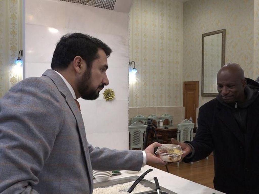 Mulia! Resto Halal di AS Ini Bagikan Makanan Gratis untuk Tunawisma