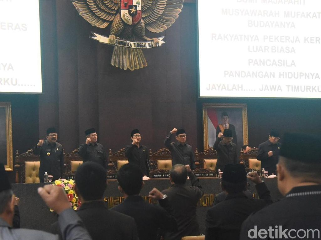 Jelang Purna Tugas, Soekarwo Setujui Raperda Penanaman Modal