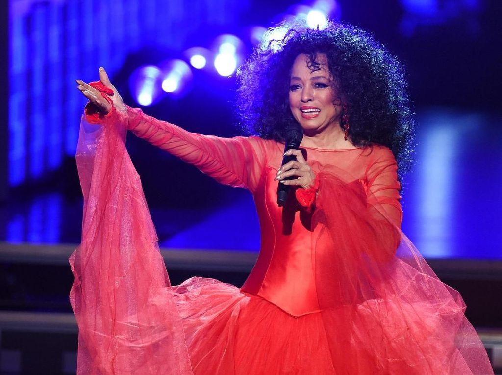 Diana Ross Rayakan Ulang Tahun di Panggung Grammy
