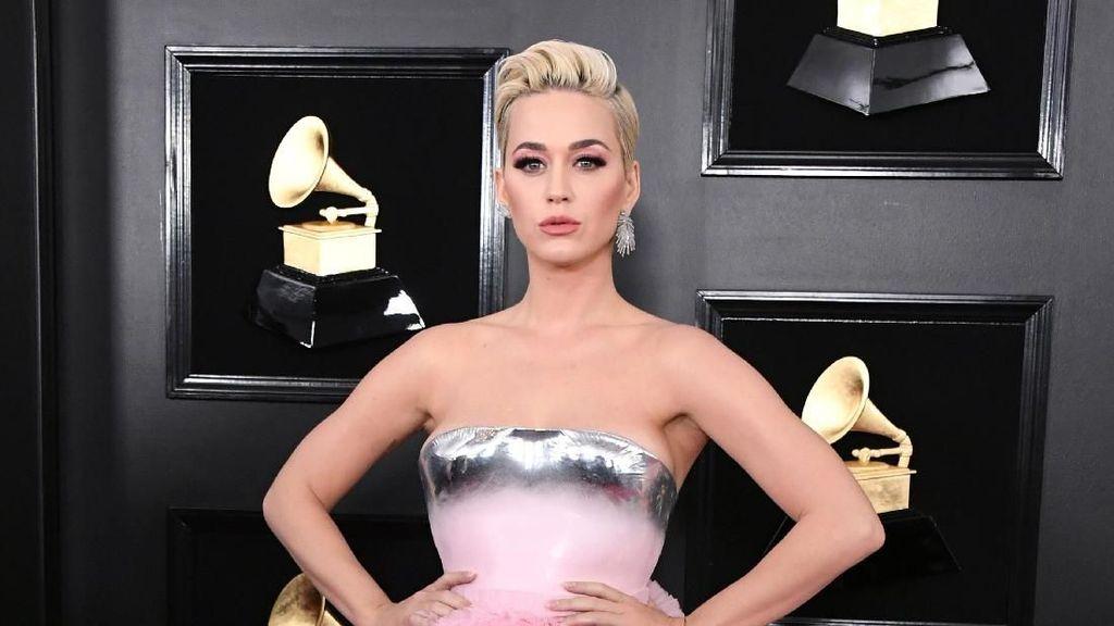 10 Meme Lucu Gaun Katy Perry di Grammy Awards yang Bikin Kamu Ketawa