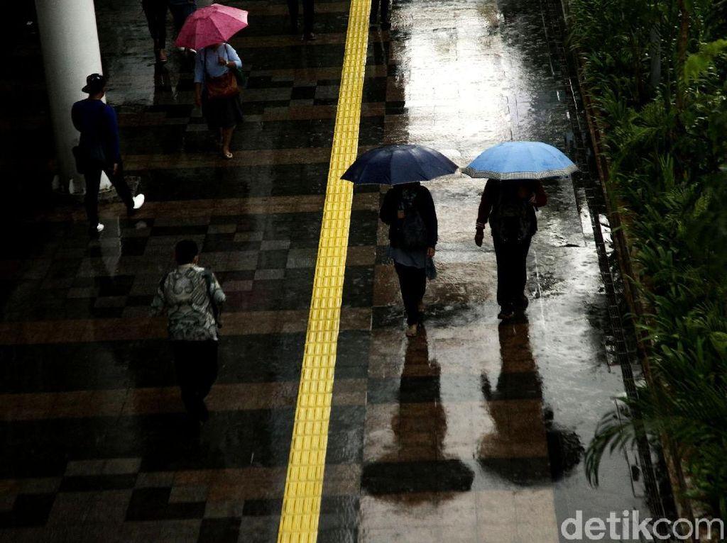 BMKG: Waspada Potensi Hujan Petir di Jaksel-Jaktim Hari Ini