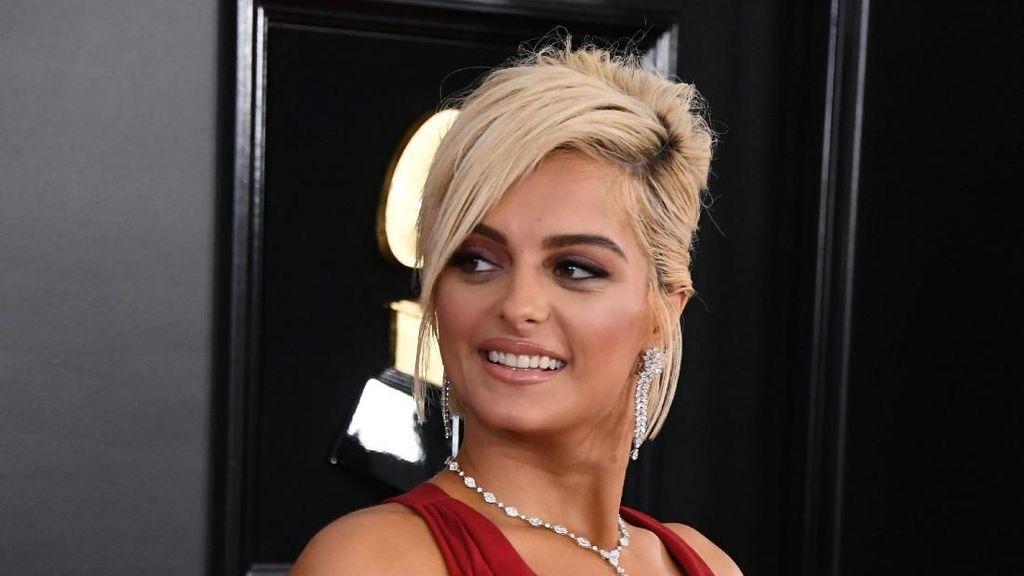 Foto: Gaya Dramatis Bebe Rexha di Grammy Awards Setelah Ditolak Desainer