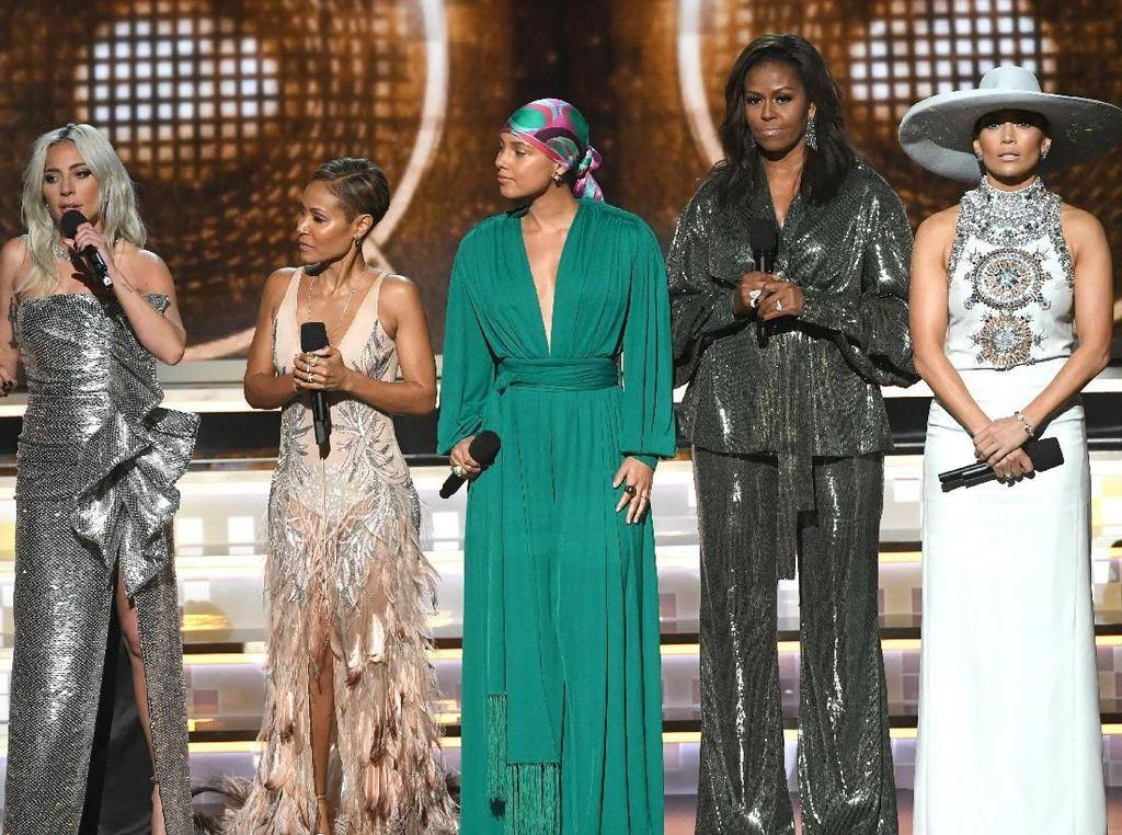Bicara Musik, Michelle Obama Bikin Riuh Panggung Grammy