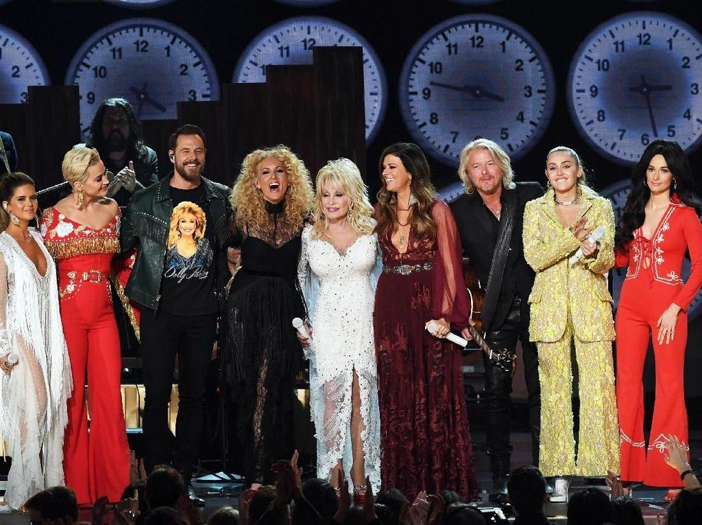 Katy Perry hingga Miley Cyrus Beri Penghormatan untuk Dolly Parton