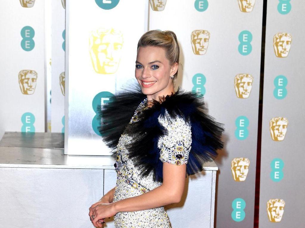 Foto: Gaun Chanel Margot Robbie yang Dibilang Mirip Sikat Cuci Mobil