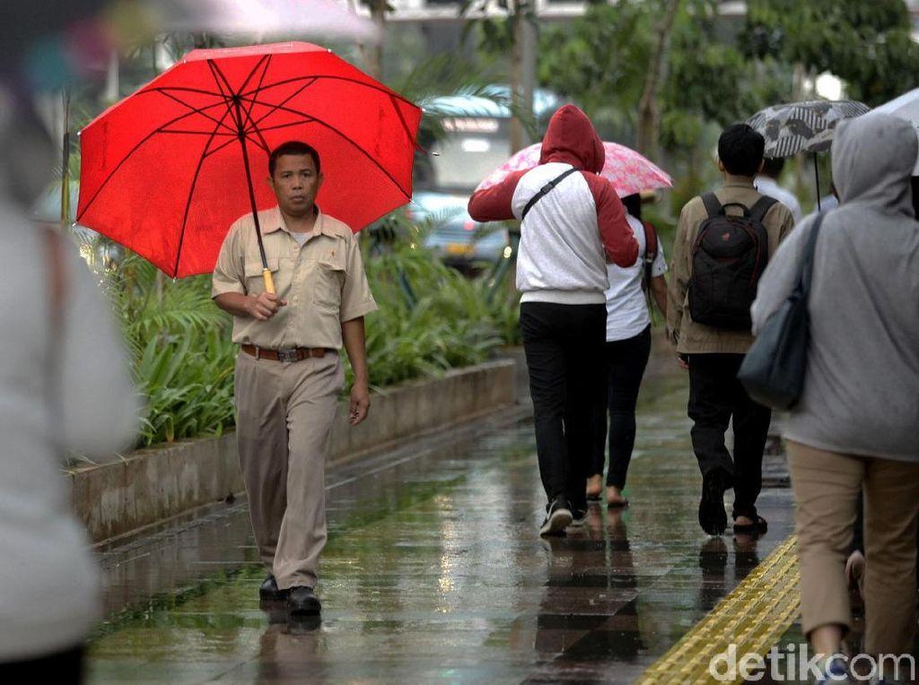 BMKG Prediksi Jaksel dan Jaktim Diguyur Hujan Disertai Petir Sore Ini