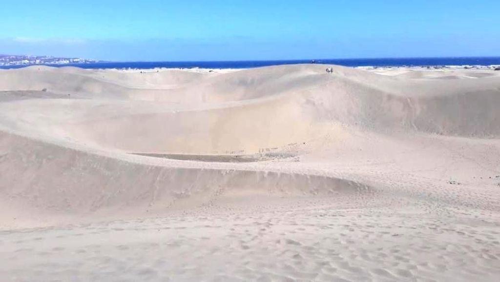 Foto: Pantai Dilindungi di Spanyol yang Dirusak Turis