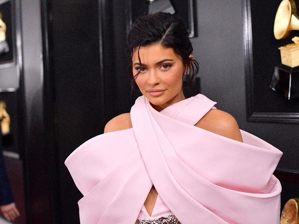 Punya Lebih dari 400 Tas, Kylie Jenner Buat Kamar Khusus Untuk Koleksinya