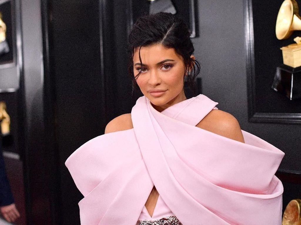 Kim Kardashian sampai Kylie Jenner Pamer Wajah Tanpa Makeup, Siapa Tercantik?