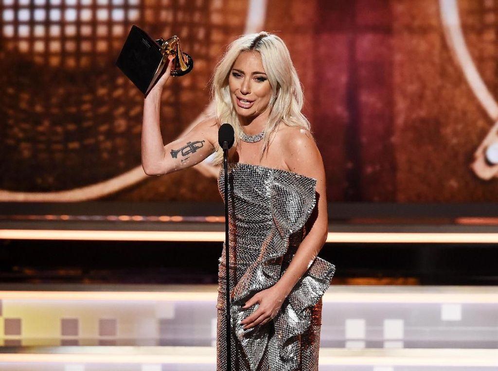 Menangis, Lady Gaga Raih Piala Grammy untuk Shallow