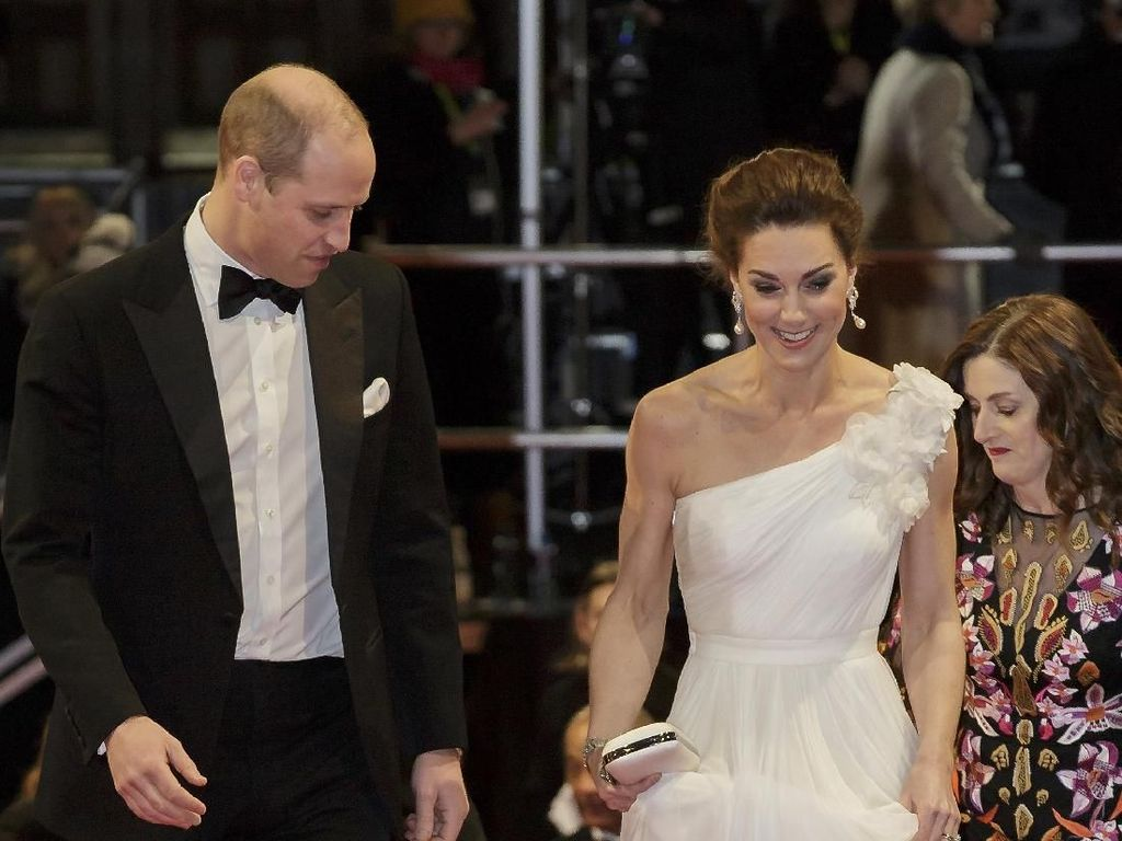 Pakai Gaun Panjang, Kate Middleton Diawasi Pangeran William