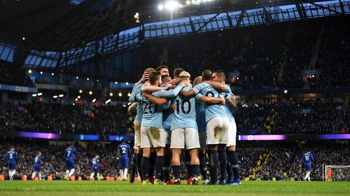 Pep Guardiola mengharapkan dukungan penuh suporter di Etihad Stadium kala Manchester City menjamu Tottenham Hotspur di Liga Champions (Foto: Michael Regan/Getty Images)