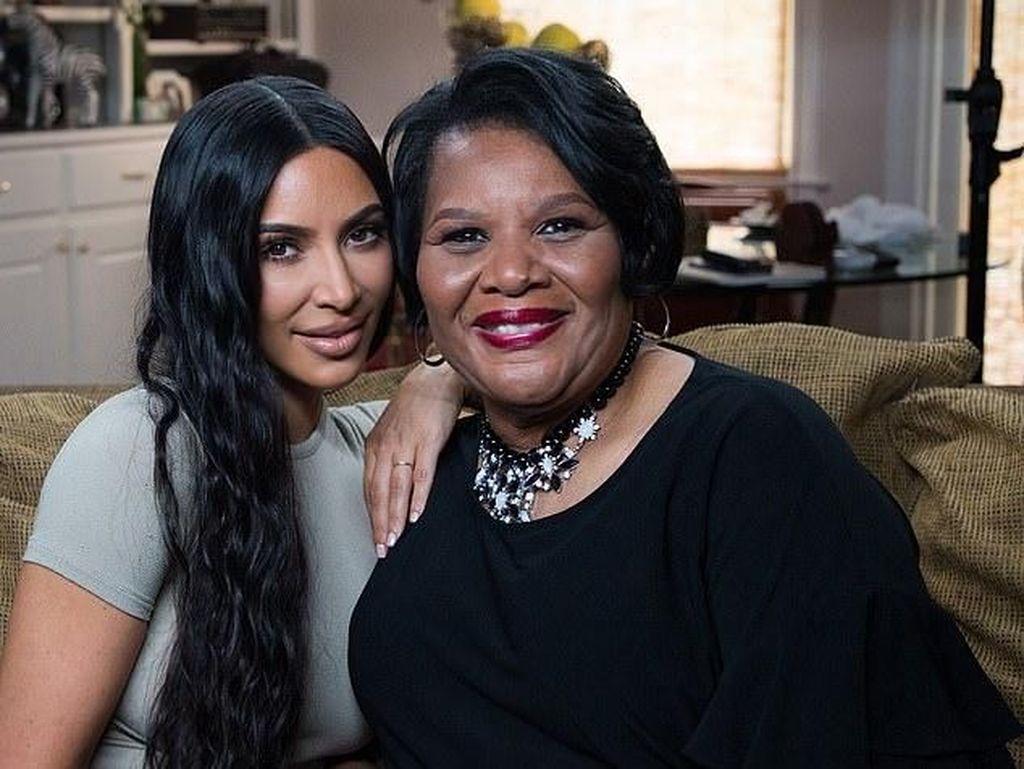 Perempuan Ini Tulis Memoar Usai Dibebaskan Bersyarat oleh Kim Kardashian