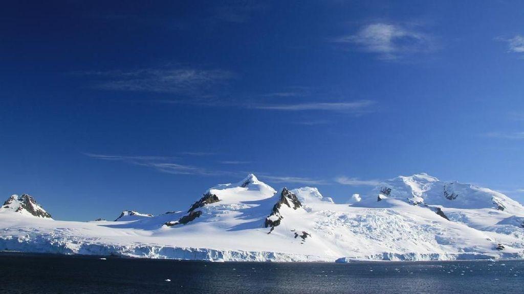 Foto: Jarang yang Tahu, Pulau Bulan Sabit di Kutub Selatan