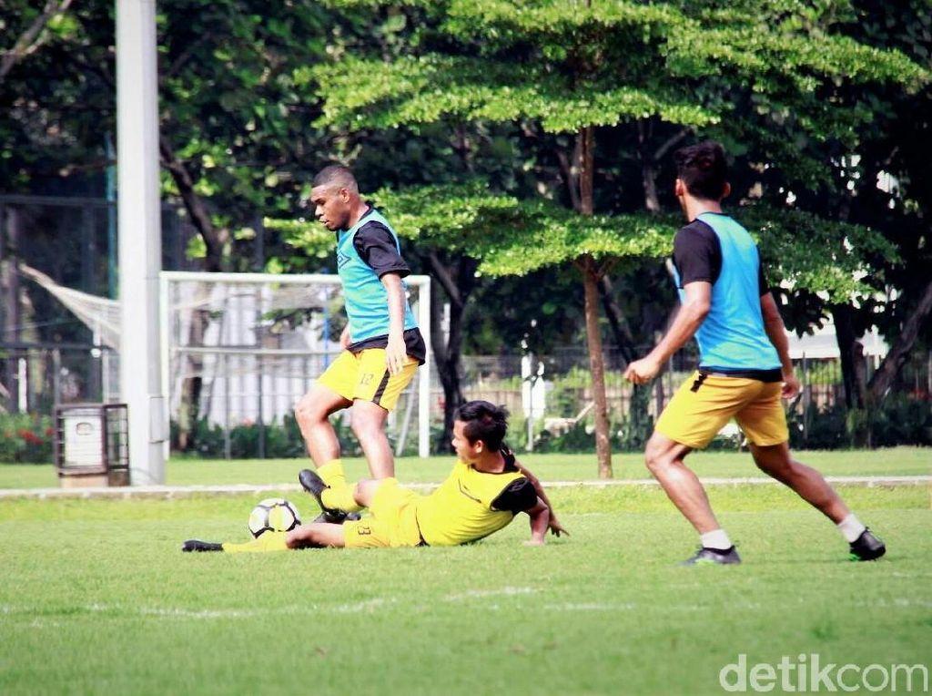Hadapi Arema FC, Alferdo Vera Simpan Empat Pemain Timnas