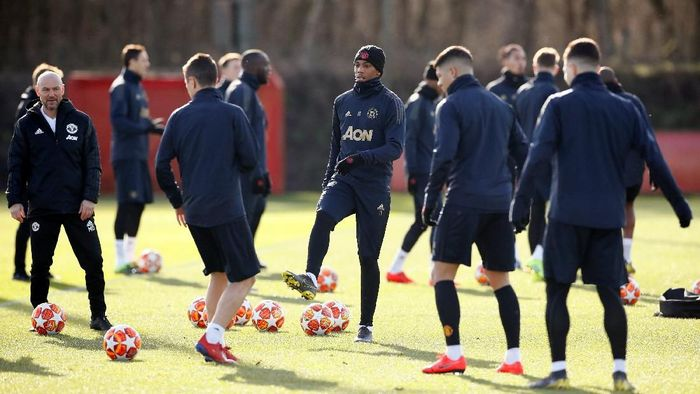 Anthony Martial dalam sesi latihan jelang laga Man United kontra Paris St-Germain (Jason Cairnduff/Reuters)
