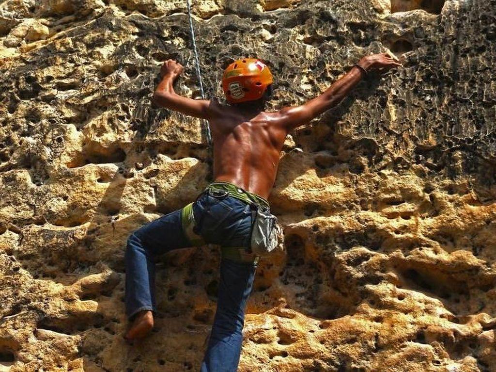 Foto: Menaklukkan Tebing Bantimurung yang Menantang