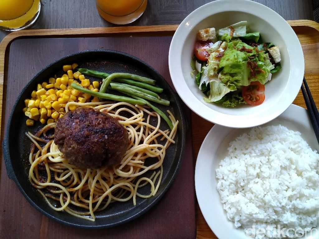 Dikabarkan Akan Nikahi Syahrini, Reino Barack Buka Restoran Hamburg Steak