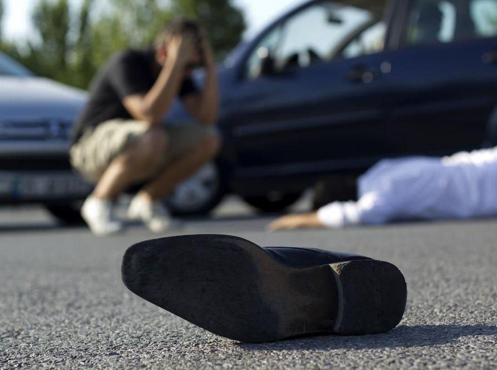 Tips Aman Menyalip Kendaraan