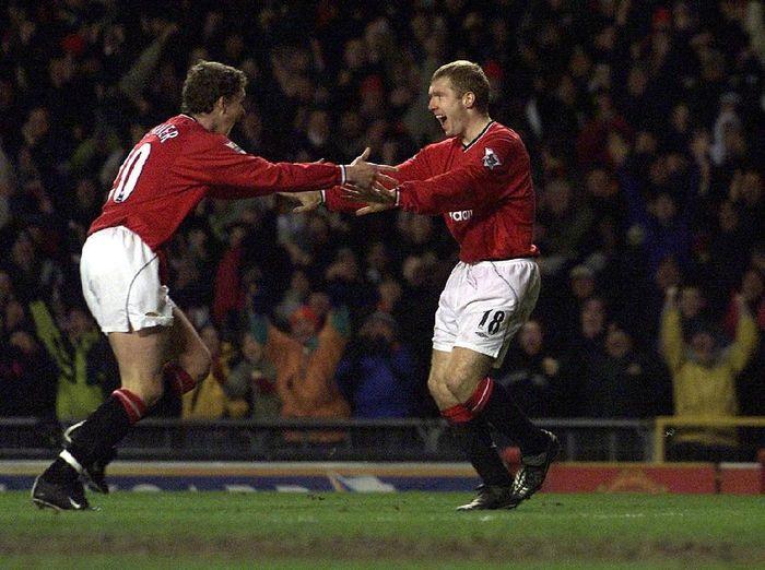 Paul Scholes dan Ole Gunnar Solskjaer saat masih membela Manchester United (Alex Livesey/Getty Images)